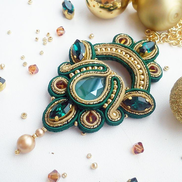 Black Friday is here! 24-25 November in my Etsy shop -30% for finished works, -20% for works to order and free delivery! Find this new pendant in my shop: www.etsy.com/shop/JaneEJewelry #soutache #pendant #necklace #blackfriday #backtoback #soutachependant #soutachenecklace #etsy #etsyshop #handmade #fashion #style