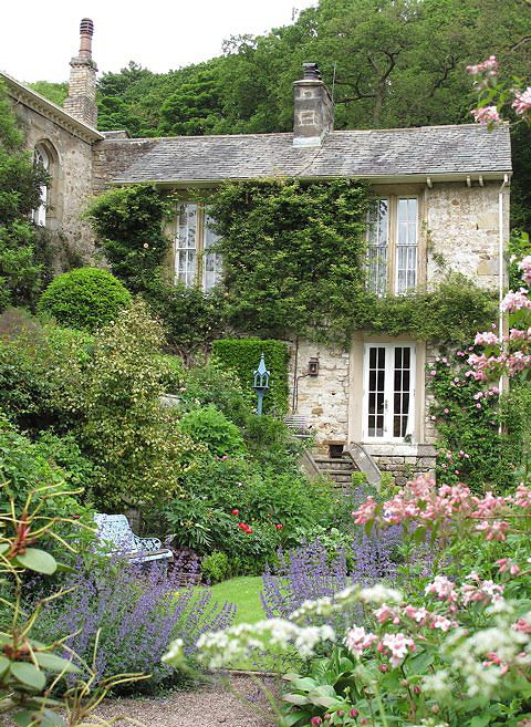Loving old English stone houses (cottages) with beautiful garden all around! ❤