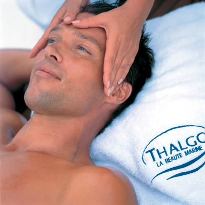 This high-tech facial for stressed male skin combines energizing marine active ingredients with relaxing massage movements to diffuse aging ...