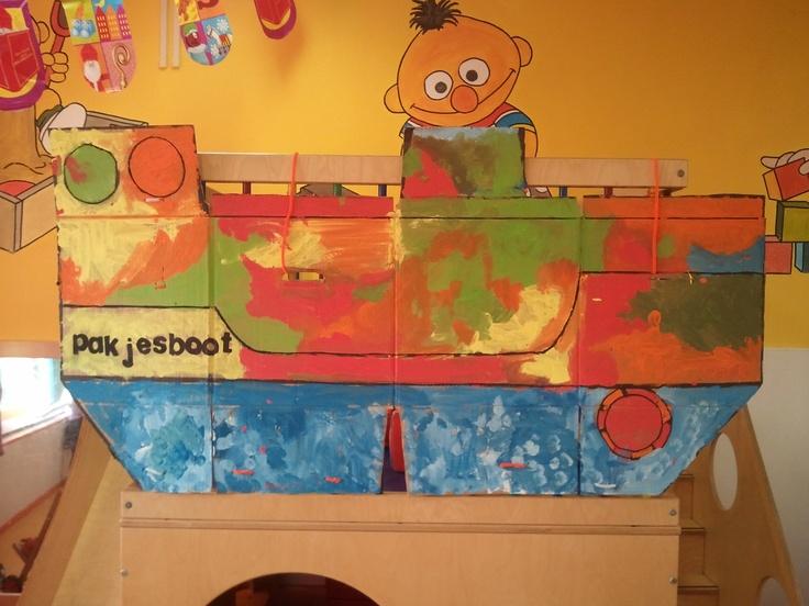 Boot gemaakt van luierdozen bij Kinderdagverblijf Bert & Ernie in Vlierden! Wat een succes bij het spel!
