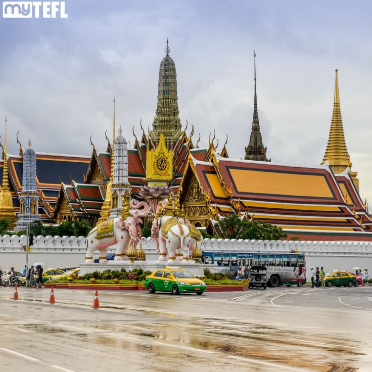 The Wat Phra Kaew or the Temple of the Emerald Buddha is amongst the most revered religious sites in the entire of #Thailand, and just one of the #awesome things you can see while #TEFL teaching in #Bangkok #landofsmiles #TESOL #makeadifference #teach #dream #qualify #school #EFL #EFLteachers #theworld #earth #goabroad #gapyear