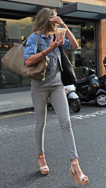 grey jeans outfit