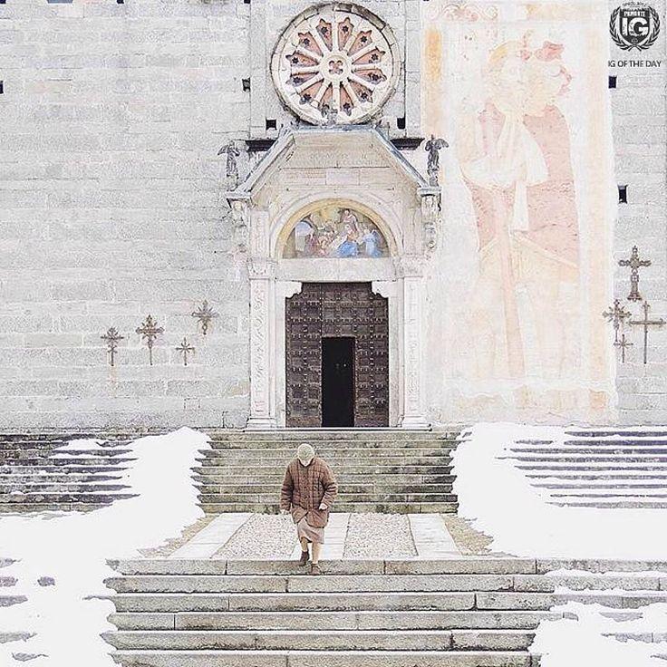 FOTO DEL GIORNO DI@cschicca  L U O G O  Baceno  Val d'Ossola. Dalla fine dell'Alto Medioevo la presenza di comunità stabili in valle è testimoniata dalla prima costruzione della Cappella di San Gaudenzio ceduta nel 1039 da Gualberto vescovo di Novara ai canonici di Santa Maria di Novara e che divenne poi la chiesa pievana di Baceno. Nei secoli successivi all'anno Mille Baceno crebbe con abitati sparsi attorno alla chiesa. Il borgo è di fatto situato alla confluenza di due valli con i pascoli…