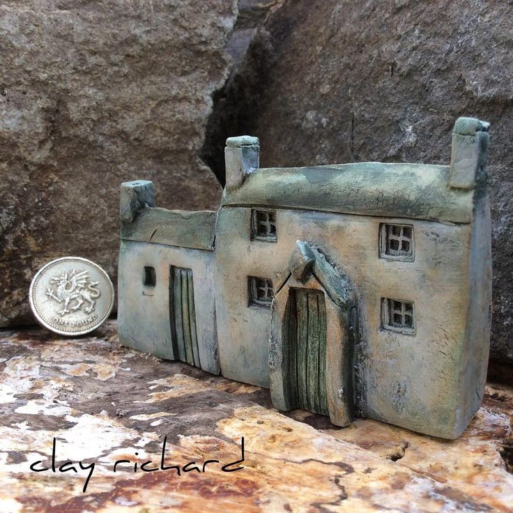 Another little farmhouse 'in progress. How does it look to you? #boreda #ceramicart #clay #clayhouse #clayrichard #haveagreatday