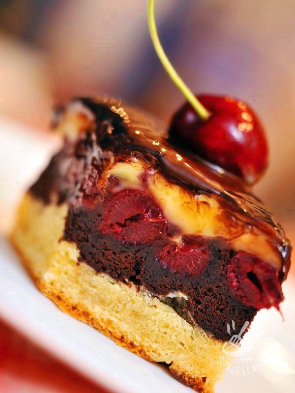 TORTA DI AMARENE AL CIOCCOLATO - Cherry chocolate cake - La Torta di amarene al cioccolato è una soffice delizia, molto originale e perfetta per variare il proprio repertorio di dolci da forno.