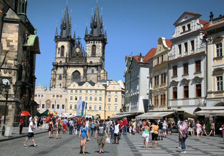 http://guias-viajar.com/chequia/ Plaza de la Ciudad Vieja de Praga