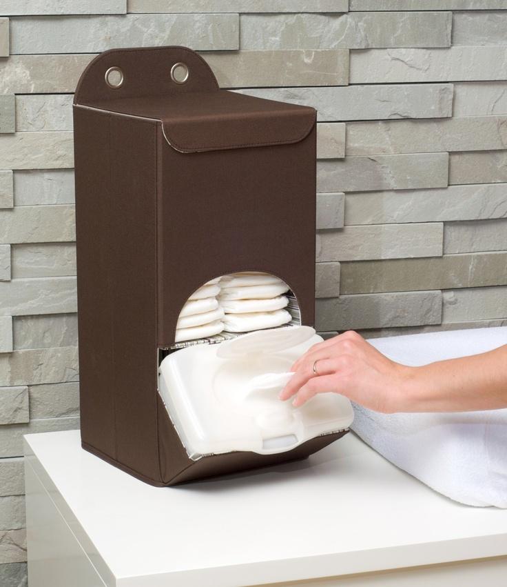 Deze Opberg doos luiers houdt de luiers van je baby of kindje netjes opgeborgen en klaar voor gebruik. Plaats de opberg doos luiers op je commode of dressoir. Middels de bijgesloten hanger (2 soorten) is deze opberg doos luiers makkelijk in iedere kledingkast op de kinderkamer op te hangen. Het onder compartiment is gevormd in de perfecte hoek om afveegdoekjes gemakkelijk bij de hand te hebben.* plat op te vouwen voor gemakkelijke opberging* incl. twee soorten hangertjes