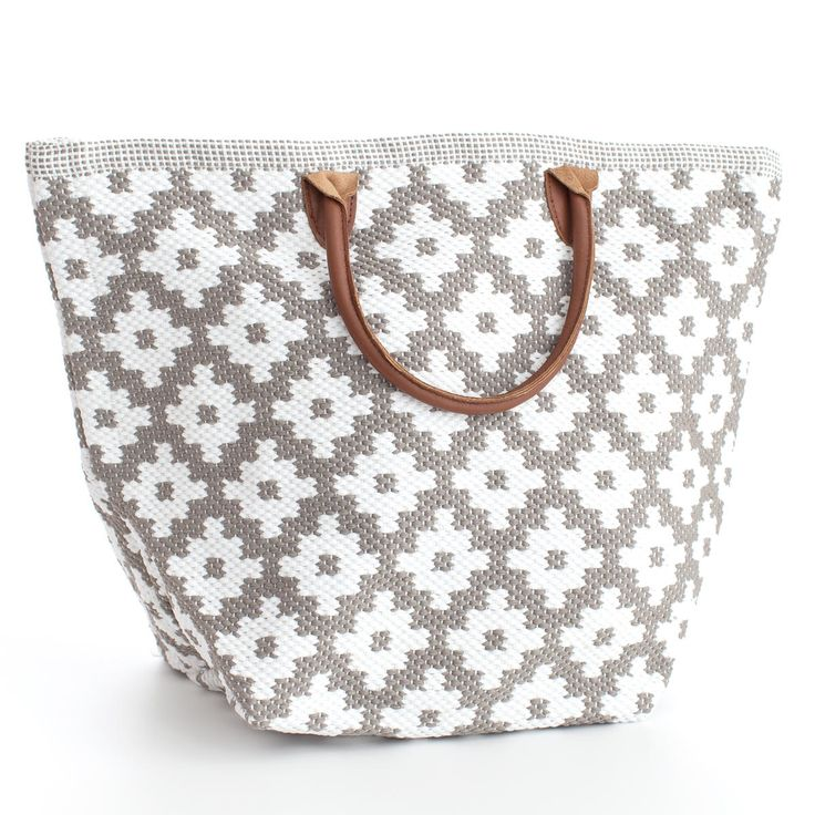 Fresh American | Fresh American Le Tote Fieldstone/White Tote Bag Grand | Snappy style is in the bag! Our sweetly smart yet rough-and-tumble tote bags—made of durable polypropylene with leather handles—are an easy way to add pizazz to your favorite outfit. Available in three patterns and sizes.