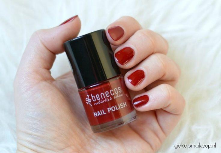 Swatch Benecos nagellak: natuurlijk, dierproefvrij en vegan. Dit is Cherry Red.