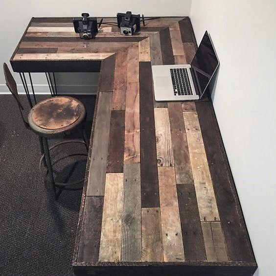 Erstellen Sie diesen rustikalen Büroarbeitsplatz mit den Paletten. Teures Büro kaufen