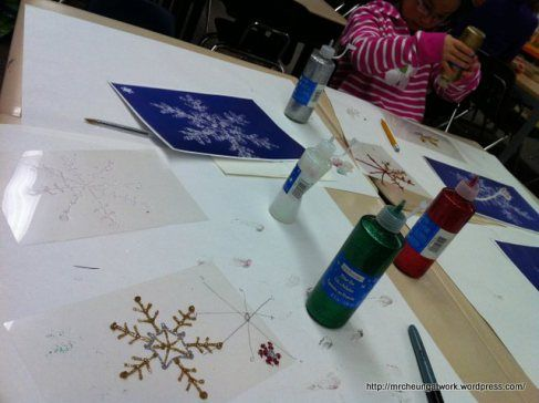 Simple yet beautiful craft made with glitter glue and extra laminant / overhead projector slides. Winter snowflake snow crafts