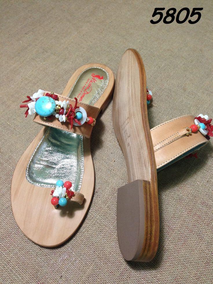 Sandali gioiello moda Positano. Realizzati da MastroDomenico sandali. Corallo e madreperla.
