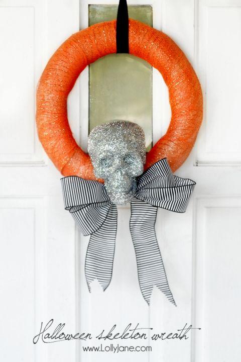 Cute and easy Halloween skeleton wreath tutorial