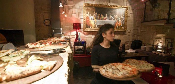 Roma, l'aperitivo capitolino è al Momart: tutti i giorni un grande buffet vi aspetta http://www.vitalowcost.it/roma-al-momart-cafe-laperitivo-e-low-cost/.