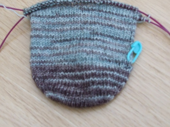Seam Free Rounded Toe-Up Sock Tutorial. Knitting ...