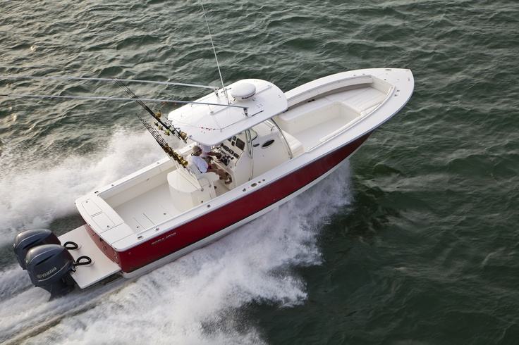 28FS Regulator Center Console with red hull
