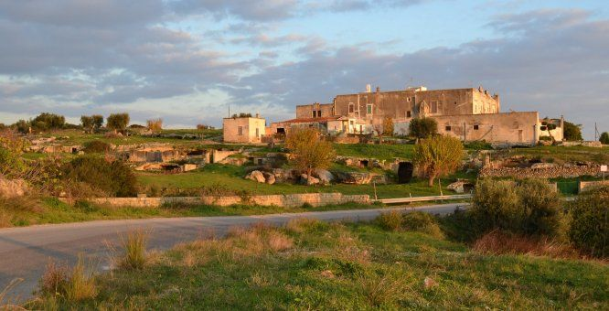 Percorsi di arte contemporanea in un casale medievale - Riscoperta e valorizzazione del villaggio rupestre di Casalrotto - Mottola