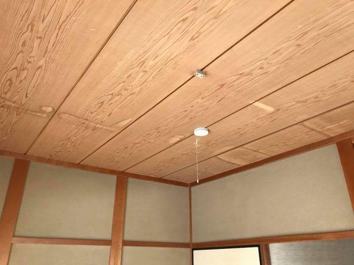 天井のシミの原因は雨漏りだけではないんです 天井板が原因になって