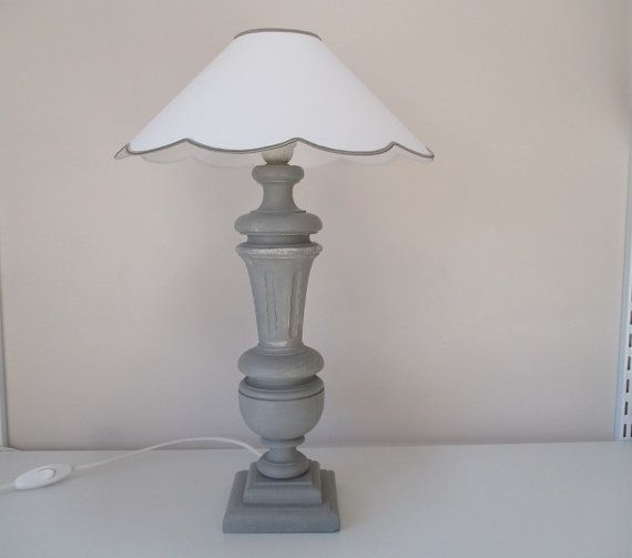 PIED de LAMPE en BOIS peint et patiné gris  par lerefugedelabergere