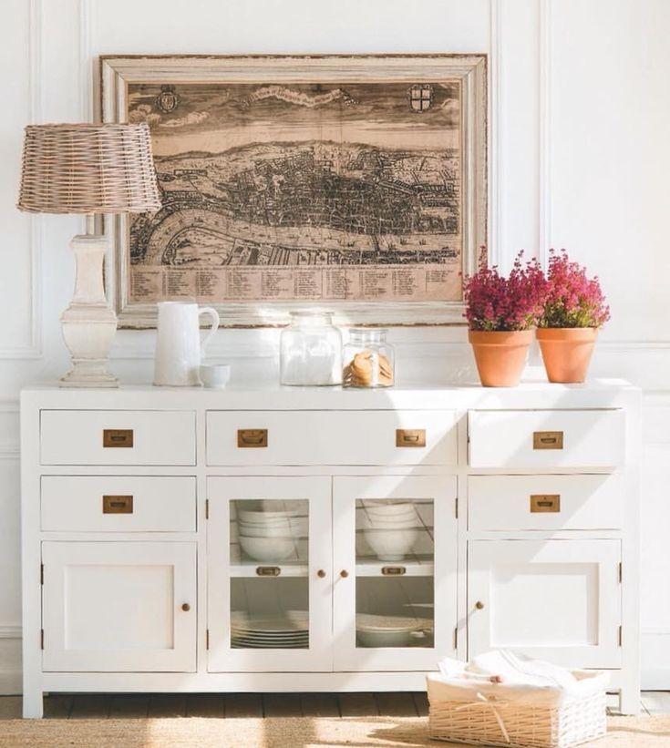 Mueble de comedor. #AralartDecoracion #Aralart #Decoracion #style #HomeDecor #interiordesign #regalo #muebles #interiorismo #home #furniture #estilo #homestyle #instadecor #instalove #dinningroom #Loft #Loftstyle #Tolosa #tolosandco #comedor #comedoresconestilo #dinningroomfurniture #whitefurniture #white #lifesryle #desing #decodesign