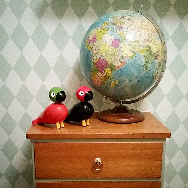 I barnens sovrum. Världen ligger bokstavligt talat framför deras fötter ☺ #kaybojesen #teak #harlequin #fermliving #retrohem #barnrum #retroinspiration