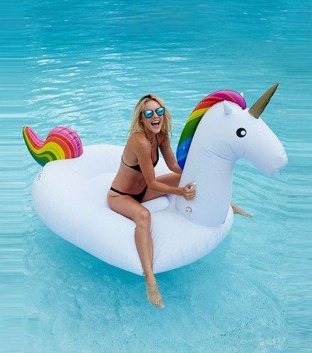 La bouée gonflable licorne. Pour enfin pouvoir chevaucher une licorne pendant vos vacances.