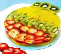 Gelatina de frutas con leche de mora azul