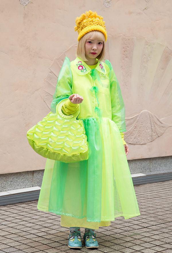 【キャンパス・パパラッチ DAILY】MIYANISHIYAMAのグリーンのシースルーワンピースが目を引く、緑川夏鈴さん -文化服装学院卒業式2017- http://soen.tokyo/paparazzi/daily/daily368/