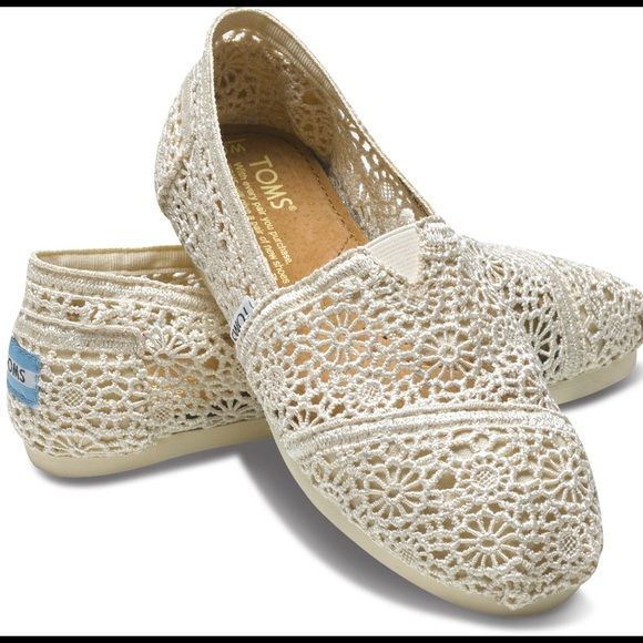 Cream lace toms Lace tons. Worn some, but still good condition TOMS Shoes