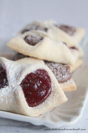 La ricetta di questi biscotti giaceva da tanto tempo su un fogliettino volante, conservato gelosamente tra le pieghe di un vecchio libro di...