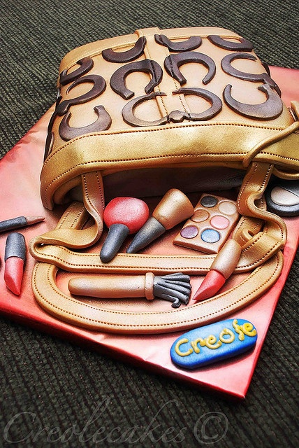 Cute cake...perfect for a purse party.