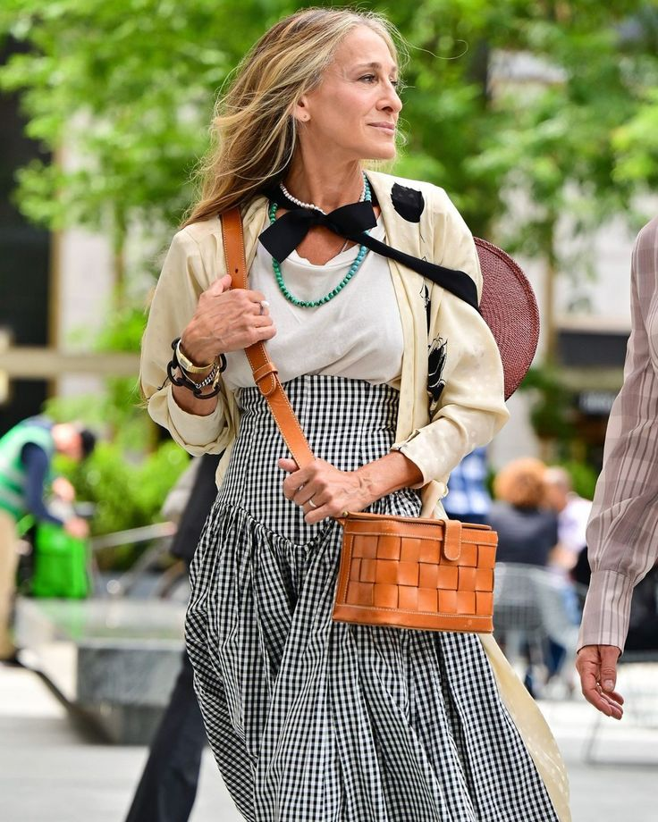 Nicole Ari Parker, Sarah Jessica Parker, What To Wear Today, Who What Wear, How To Wear, Terry De Havilland, Gossip Girl Reboot, City Outfits, And Just Like That