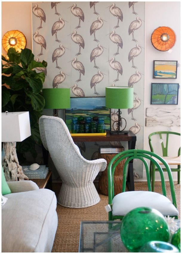 Chic shore decor white beach houses clutter and interiors for Beach hut decoration items
