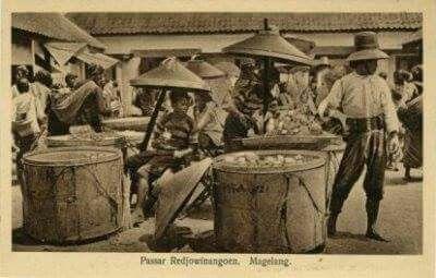 Tukan Kerupuk, Pasar Redjowinangoen, Magelang