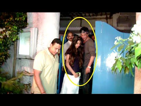 WATCH Shahrukh Khan on a DINNER DATE with daughter Suhana at Olive Bar & Kitchen Restaurant. See the full video at : https://youtu.be/3FvQdhCd6iA #shahrukhkhan