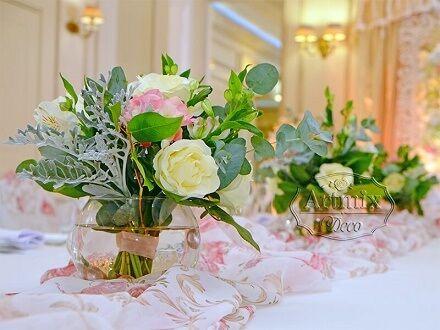 Букетики из живых цветов на свадьбе