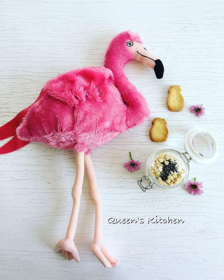 #buongiorno con il sole che mette allegria, #yogurt e biscottini di #frolla ovviamente non potevo resistere allo stampino a forma di #ananas 🍍💛 {http://www.queenskitchen.it/biscotti-di-pasta-frolla-senza-burro} #queensbreakfast #flamingo #pineapple #cookies