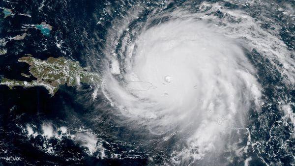Los huracanes son bautizados con nombres de personas porque de esta forma es más fácil recordarlos, en vez de utilizar tecnicismos o palabras ligadas al argot de los meteorológos. De esta manera, se facilita comunicar sobre estos fenómenos climáticos que pueden llegar a ser altamente catastróficos. #huracan #irma #jose #katia