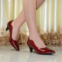 Scarpe da donna in vera pelle punta a Punta alti Talloni Delle Donne Pompa I Pattini 2016 Nuovo Design Vintage Rosso Sexy Pompe ufficio 2588-A001