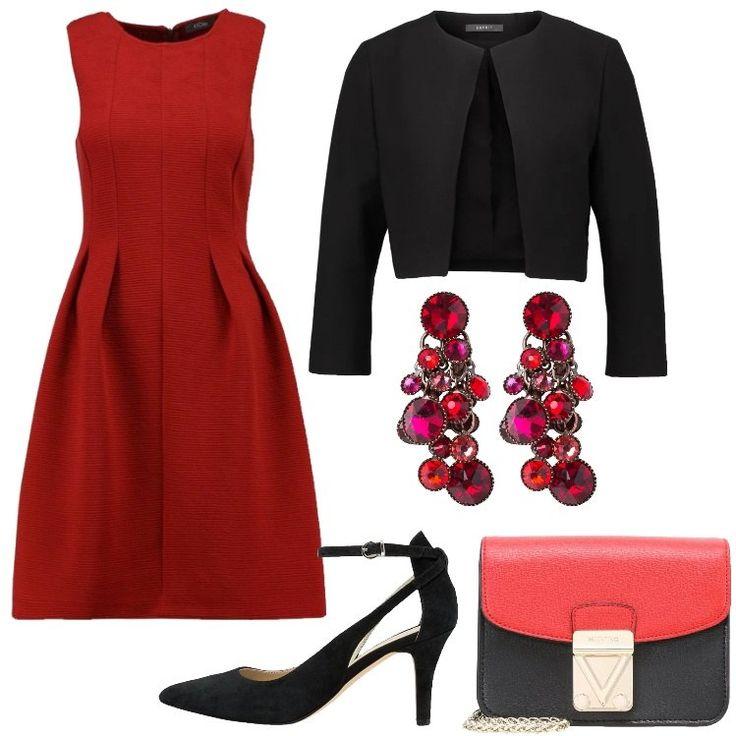 Se siete invitate ad un matrimonio, e il colore scelto dalla sposa è il rosso, non potete rinunciare a questo abito, che si abbina perfettamente a questo blazer nero. Infine, ho scelto un paio di tacchi, non eccessivamente alti.