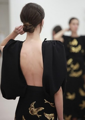 low back, black and gold: Open Back Dresses, Miumiu, Fashion Shoes, Style, Backless Dresses, Girls Fashion, Little Black Dresses, Miu Miu, Girls Shoes
