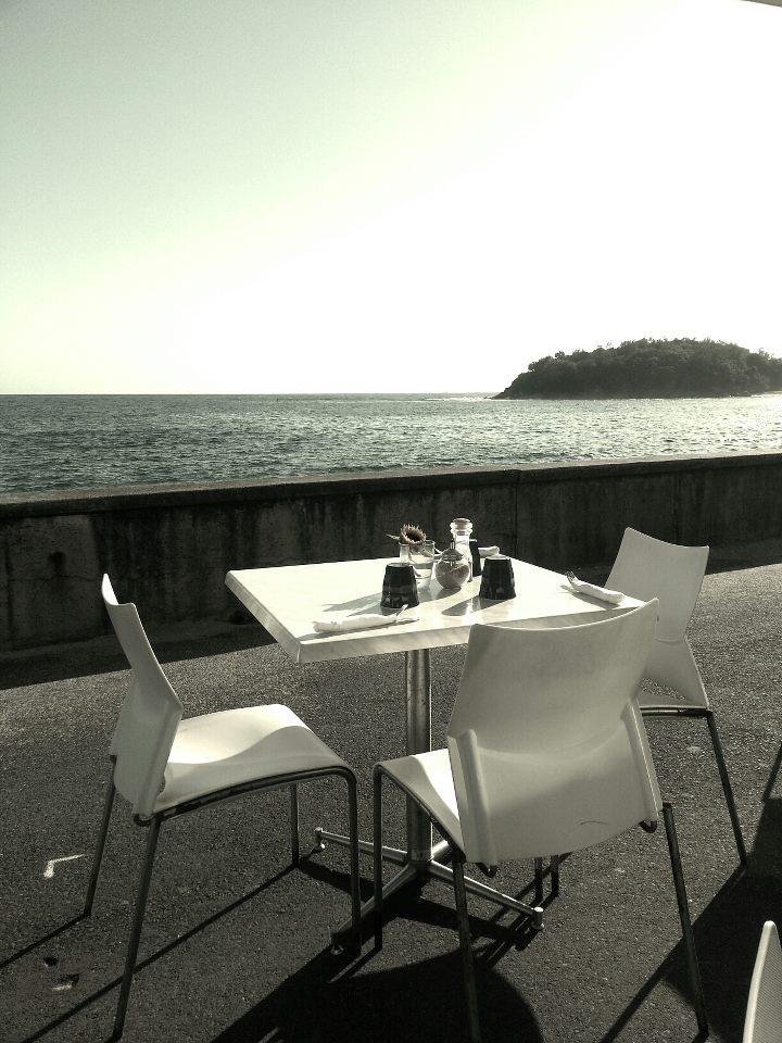 breakfast by the sea in the 50s  Manly 2012  Photography Gerard Kambeck 2013