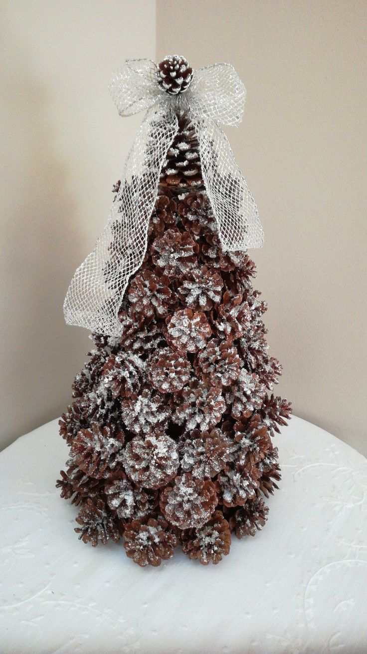 Christmas tree from pine cones