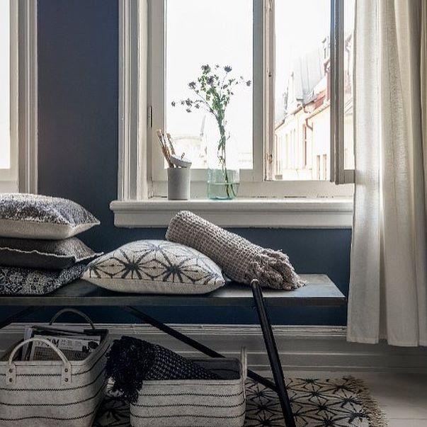 Buenas noches! Bonitos textiles de Affari en su nueva colección SS2017! 😍 #estilonordicoshowroom #marcasnordicas #affari #showroomestilonordico #textil #textiles #cojines #alfombras #mantitas #deco #casa #bancowilliam #estilonordico