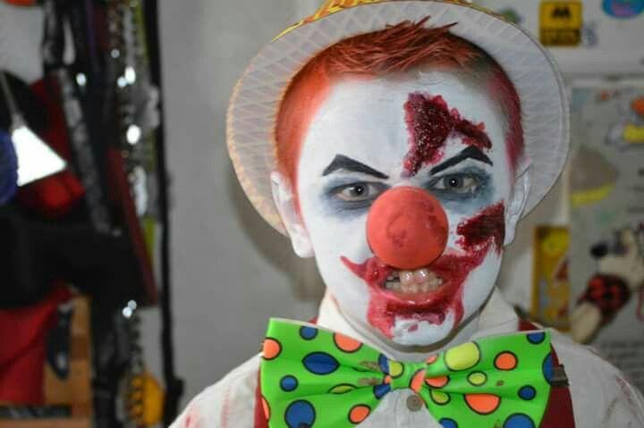⚪natta.lk @ instagram⚪ Maskerad Utklädnad Smink Fluga Sår Blod Elak Ond Clown Costume Makeup Evil Bad Bow Wound Blood Halloween
