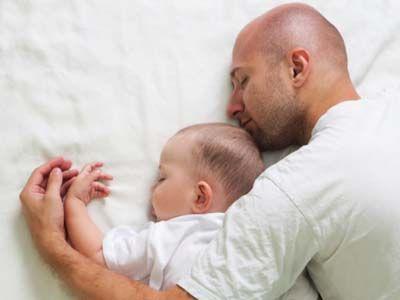 Witzige Accessoires für stolze Väter | Ob es das Shirt mit aufgedrucktem Ultraschall-Bild oder die Manschettenknöpfe mit Babys Fingerabdruck sind - hier finden Sie garantiert ein schönes Geschenk für den besten Papa der Welt.