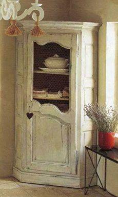 Stile provenzale: angoliera decapata - clicca per ingrandire
