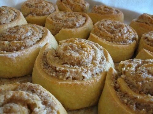 Ilyet a mamám is szokott készíteni, egyszerűen imádom! :) El sem tudom képzelni, hogy valaki nem szereti! :)  Hozzávalók:  30 dkg liszt 15 dkg margarin…