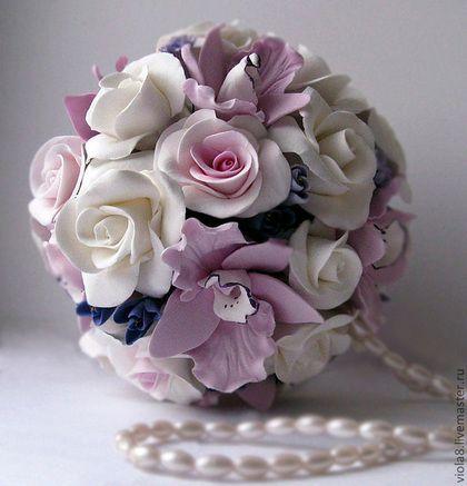 Купить или заказать Свадебный букет невесты с белыми розами и орхидея в виде шара шар. в интернет-магазине на Ярмарке Мастеров. Свадебный букет шар из 25 роз и бутонов, 10 розовых орхидей и мелких фиолетовых цветочков. Лёгкий, прочный, изящный шар- букет - модный аксессуар не завянет, всю церемонию сохранит свою свежесть и неповторимость.