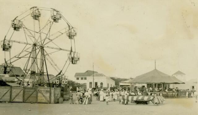 Aruba 1935: 'Oranjestad. Kermis op de playa.' Herkomst: Collectie Fraters van Tilburg